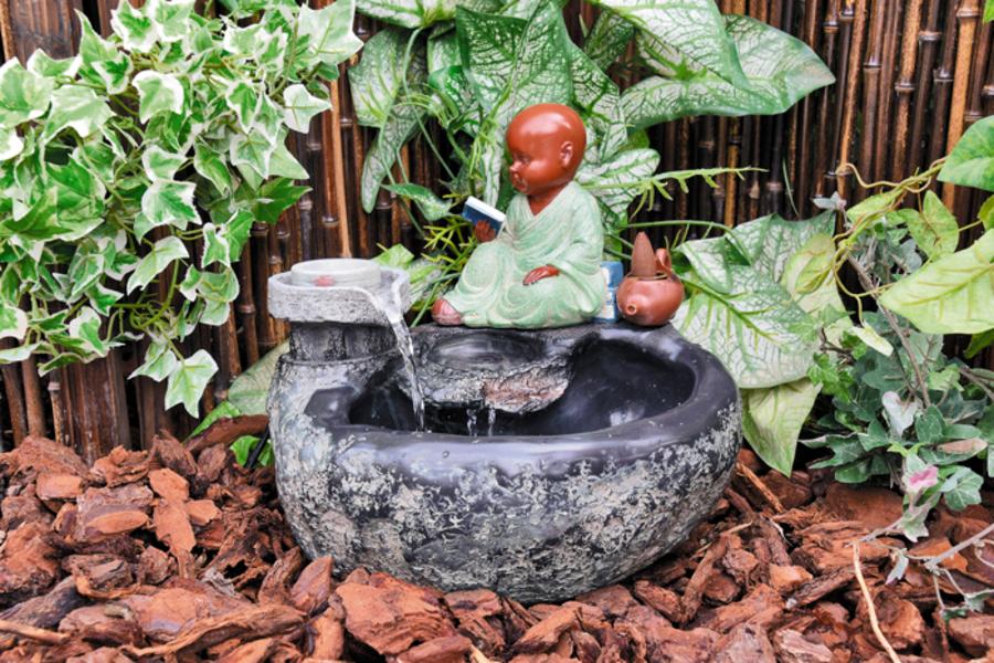 Polyresin Zimmerbrunnen Tischbrunnen Dekobrunnen »Sitzender Buddha« 13x13x17cm